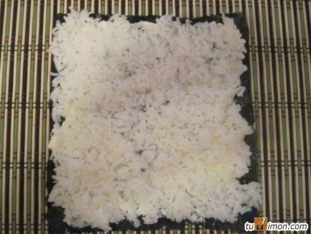 Рис кладем сверху